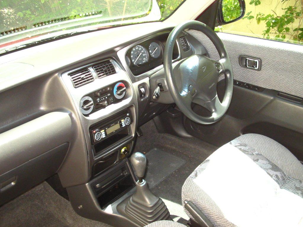 2006 Daihatsu Sirion interior